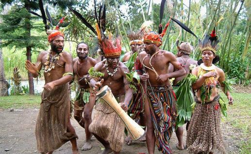 チンブー地方に伝わる様々な伝統風習を見て体験していただけるユニークなツアー。チンブー地方は、パプアニューギニア最高峰ウィルヘルム山の南に位置する山岳地帯です。ニューギニア高地の村での生活について知りたい方は必見!